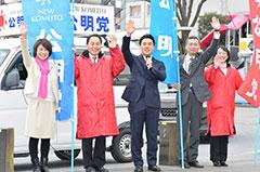 若者の政策実現へ決意を込める矢倉氏(中央)ら=8日 埼玉・熊谷市