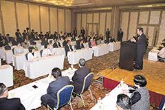 山口代表(奥右)を中心に「人間の復興」を誓い合った福島復興加速化会議=12日 福島・いわき市