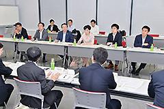 東京労働局と意見交換する公明議員ら=7日 東京・千代田区