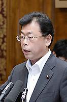 質問する西田参院幹事長=29日 参院平和安全特委