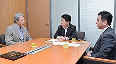 白石学長から要望を受ける北側副代表、遠山氏=3日 衆院第1議員会館