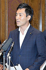 質問する矢倉氏=4日 参院平和安全特委