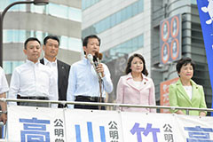 基本的人権を守り、恒久平和主義を貫くと訴える山口代表と(同左から)高木、竹谷、高木の各氏=15日 東京・池袋駅東口