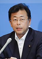 記者会見する西田参院幹事長=19日 国会内