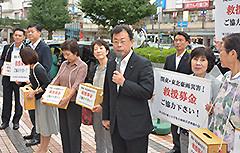 募金への協力を呼び掛ける西田氏ら=27日 埼玉・所沢市