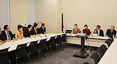 中井代表理事らと意見交換した党プロジェクトチーム=15日 衆院第2議員会館