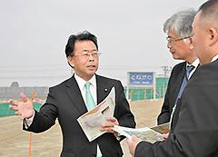 利根川の堤防強化策について聞く西田氏