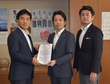 矢倉農水大臣政務官に要望する党奄美ティダ委員会=12日 農水省