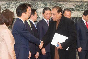 明日は、議院運営委員会の理事として、日銀総裁候補である黒田現総裁の所信を聴取し、質問いたします。