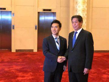 GWは3日から5日まで議員連盟の一員として中国に、栗戦書中国全人代常務委員長(党序列三位)など政府要人との会見に臨みました。