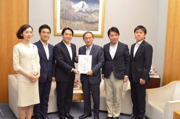 青年委員会メンバーで菅官房長官に政策提言