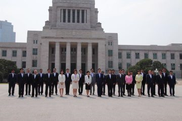 参議院公明党、過去最高の28名で出発!議事堂前で記念撮影